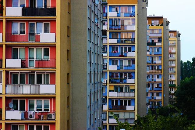 Przekształcenie użytkowania wieczystego gruntu mieszkalnego w prawo własności tego gruntu.